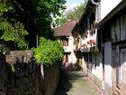 eine Gasse in Mutzig, Elsass, Frankreich