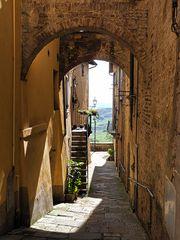 Eine Gasse in Siena