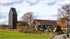 Eine Kirche, drei Häuser = Windrath