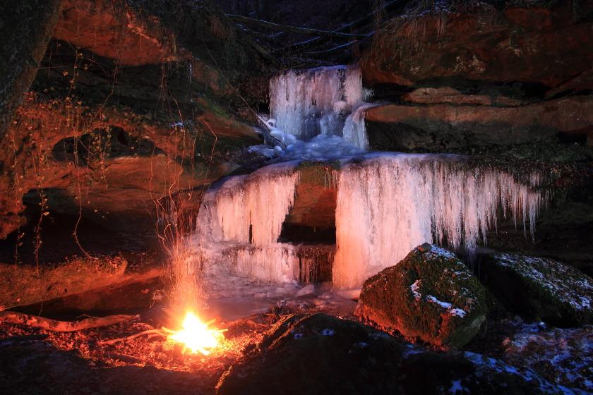Eine Klamm von Eis und Feuer