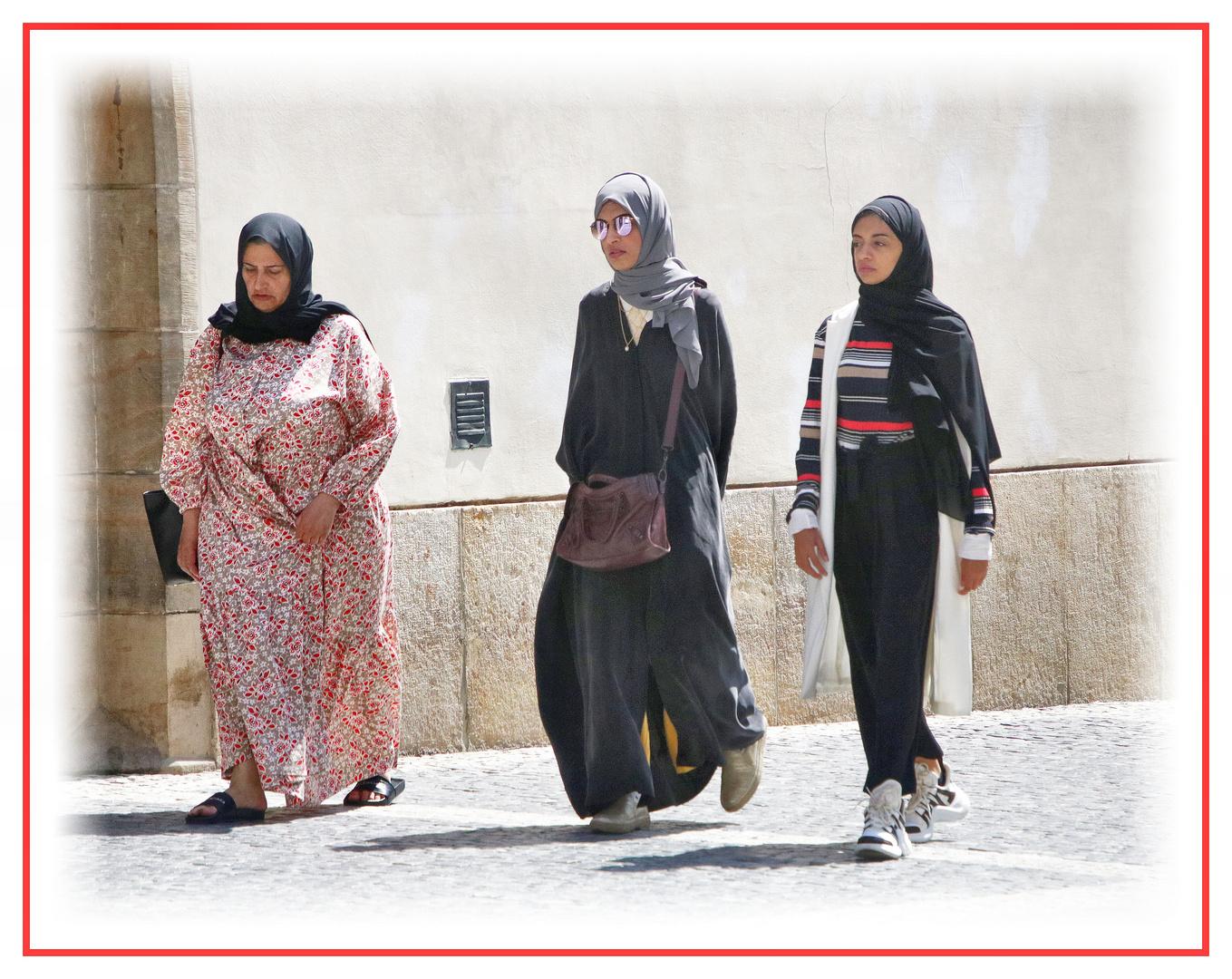 Eine Mutter mit Töchtern....
