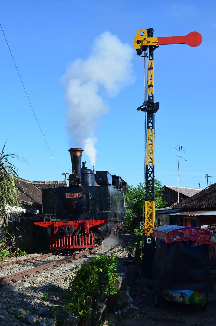 Eine Sächsin fährt als Straßenbahn auf Java