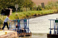 Eine Schleuse an der Meuse
