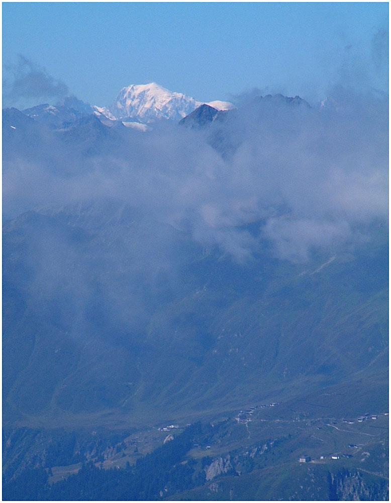 Eine schöne Alp zu Füssen eines weissen Berges...