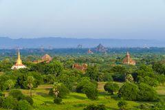 ...eine schöner als die andere....Pagoden in Bagan...