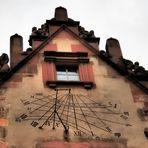 Eine Sonnenuhr am Heidelberger Schloß ....