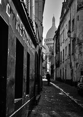 Eine Strasse am Montmartre.        ..120_2562