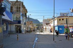Eine Straße in Chivay im Süden von Peru