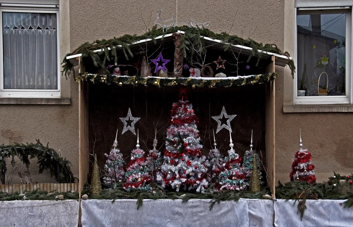 Eine Strassenweihnachtsdekoration ...