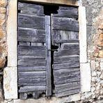 Eine uralte malerische Tür auf Korcula/Dalmatien