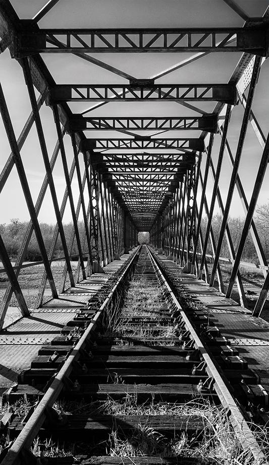 eine vergessene Brücke über dem Fluss Adour