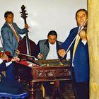 eine Zigeunerkapelle spielte auf und wir saßen dabei, hörten zu