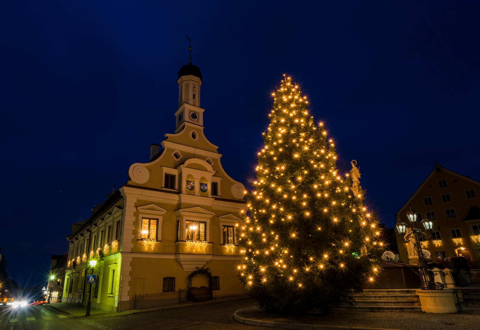 Einen schönen 1. Advent - Friedberg Rathaus