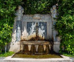 einer der plätscherbrunnen...