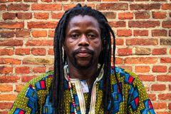 Einer  der suedafrikanischen Trommler