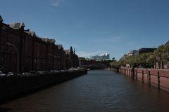 einer der vielen Kanäle in der Speicherstadt Hamburgs