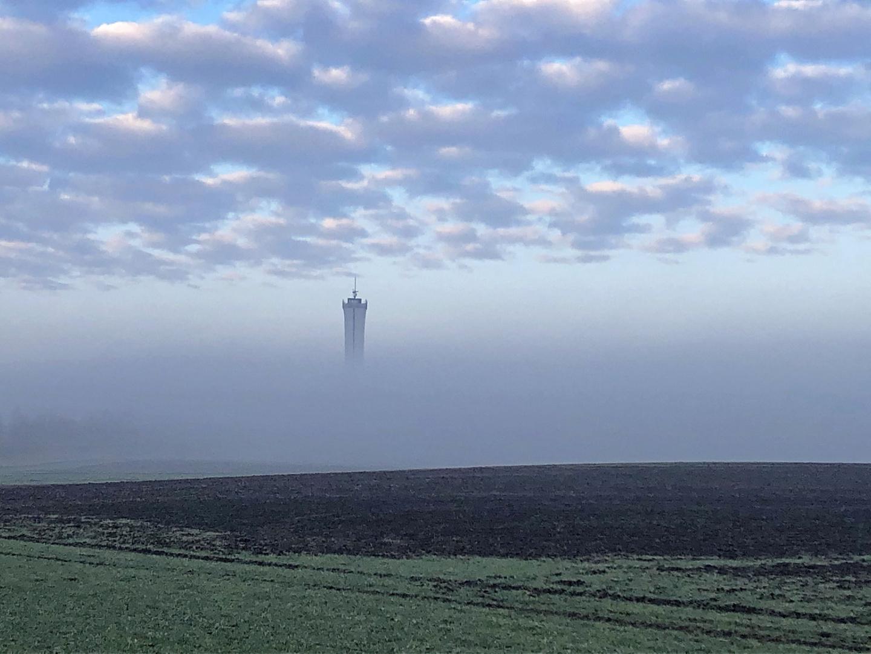 Einer ragt über das Nebelmeer