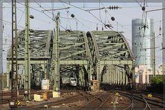 Einfahrt Hohenzollernbrücke vom HBf