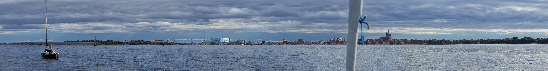 Einfahrt in den Hafen Strahsund