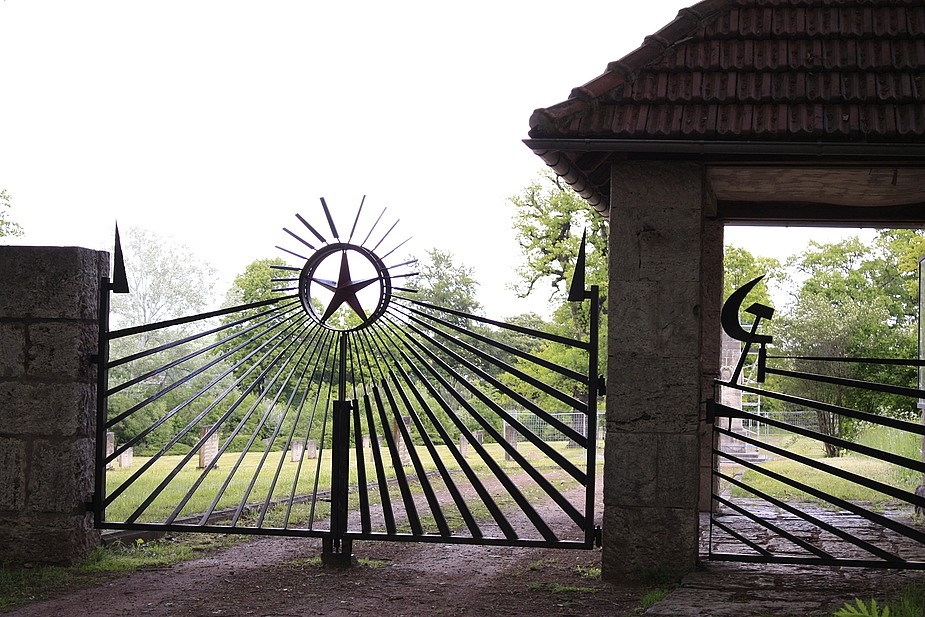 Eingang denkmalgeschützter ehem.sowjetischer Friedhof bei Weimar