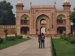 Eingang zum Mausoleum Utimad ud Daula, Agra