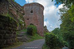 Eingang zur Burg Altdahn Grafendahn Tanstein