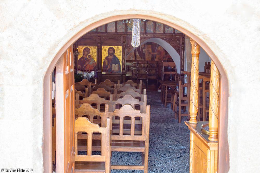 Eingang zur Kimistis tis Theotoku Kirche in Asklipion