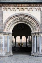 Eingang zur Klosterkirche Maria Laach