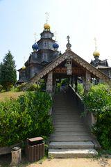 Eingang zur Russisch-orthodoxen Holzkirche