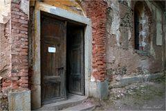 Eingang zur St-Georgs-Kirche