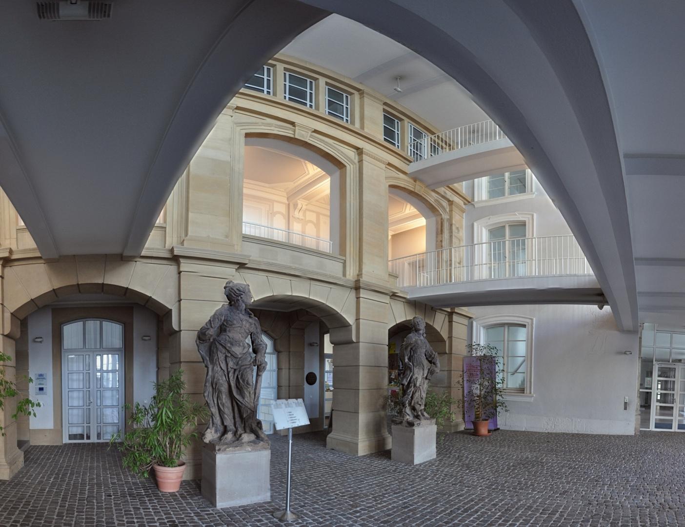Eingangshalle des Saarbrücker Schlosses