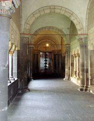 Eingangsportal zur Klosterkirche Maria Laach