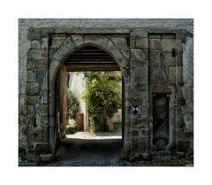 Eingangstor...