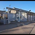 Eingangstor zum Stasi-Gefängnis Hohenschönhausen (Innenansicht)