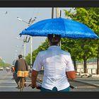 Einhändig und mit Sonnenschirm