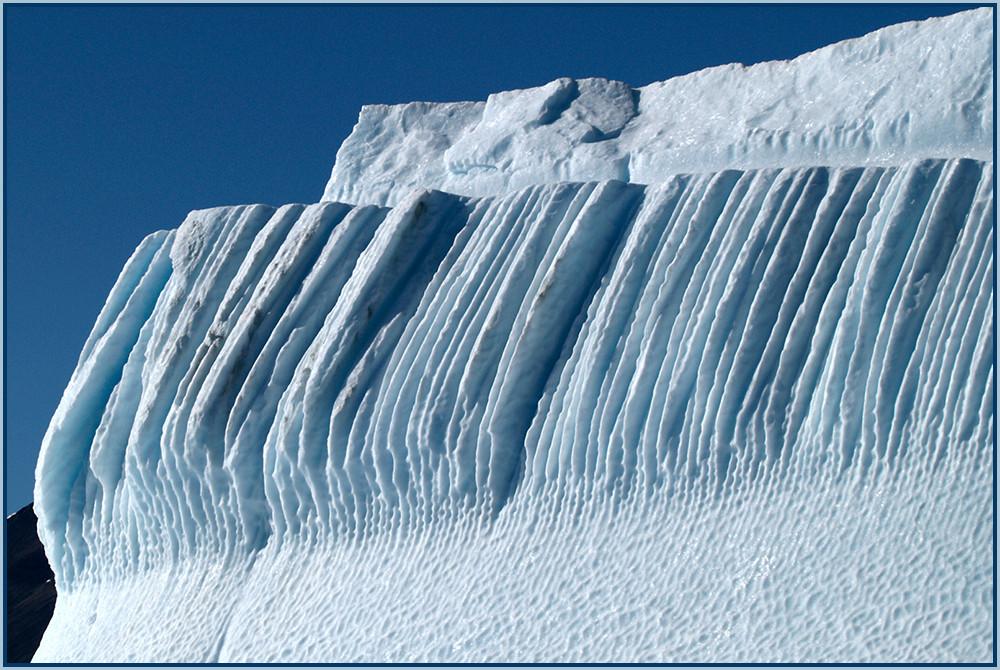 Einige große Eisberge sind begehrte Fotomotive.