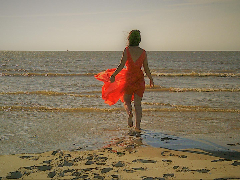 Einsam am Strand Foto & Bild   emotionen, einsamkeit, fotos Bilder ...