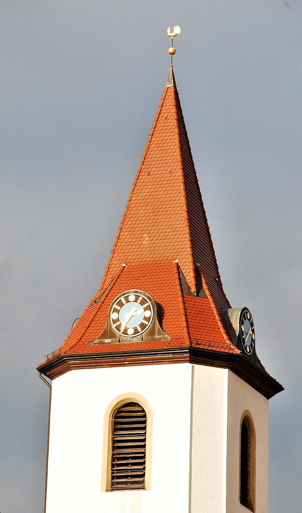 einsame Kirchturmspitze
