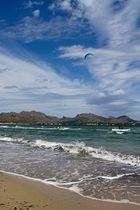 Einsamer Kite Surfer