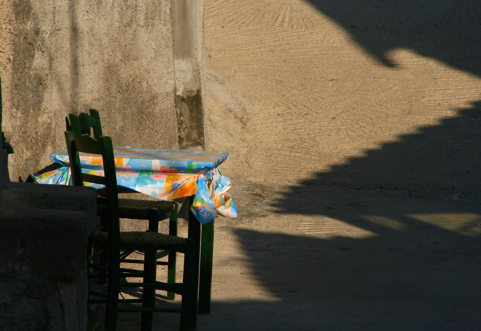 einsamer Tisch
