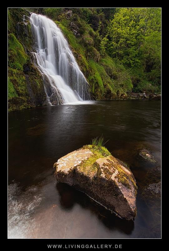 Einsamer Wasserfall