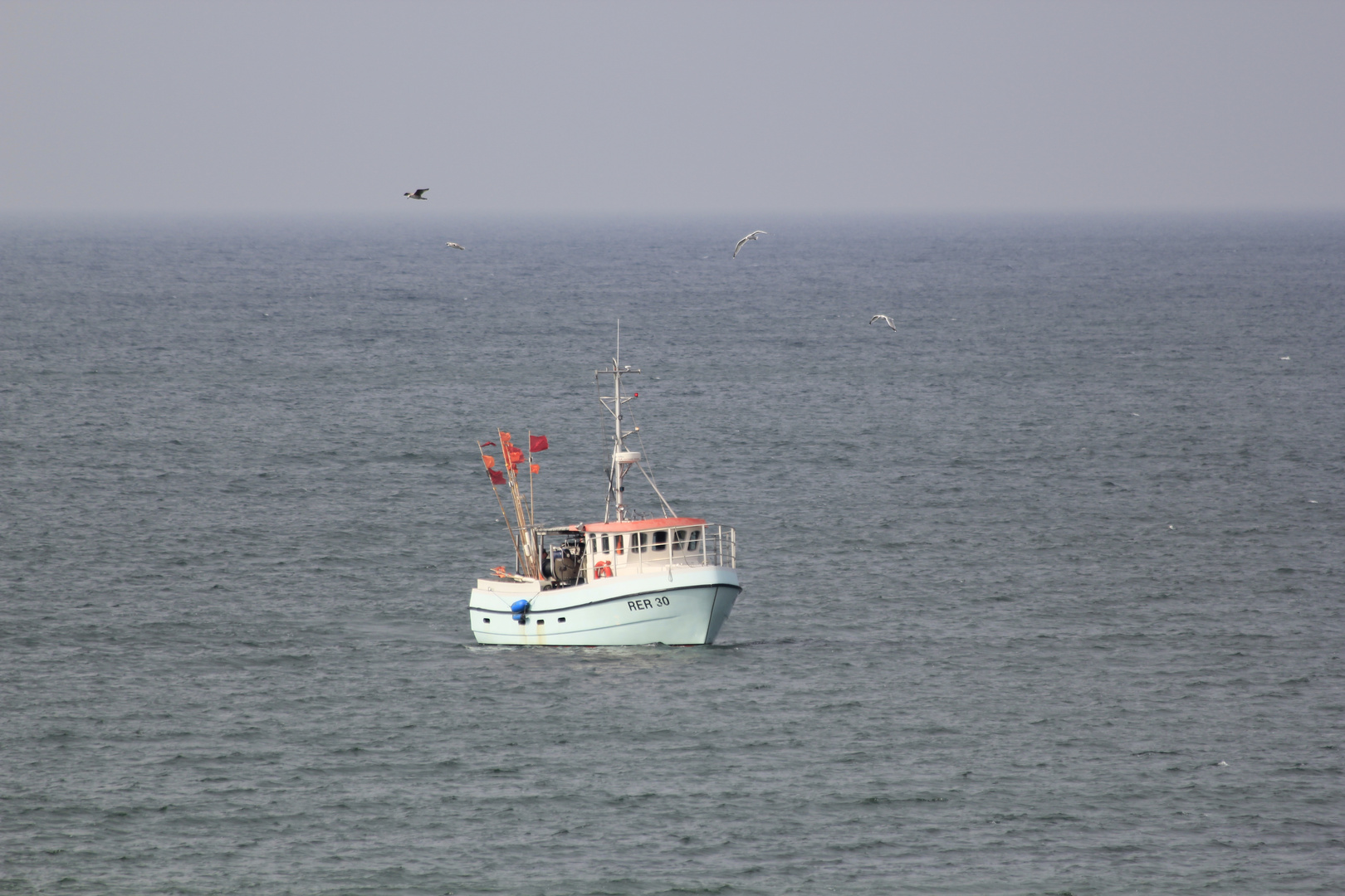 einsames Fischerboot in der Ostsee