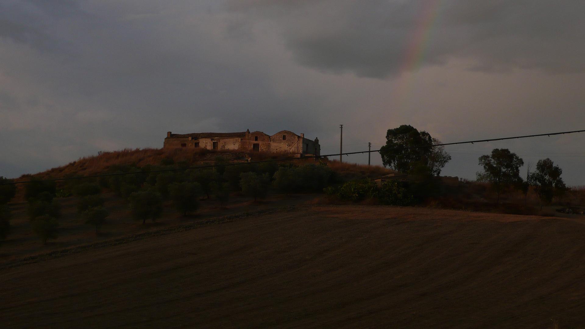 einsames Haus auf dem Hügel