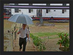 Einschiffen in Bagan bei Regen