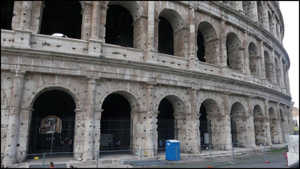 Einschusslöcher in der Außenfassade Kolosseum ?
