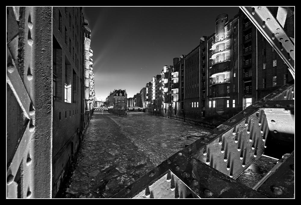 Eis unter der Poggenmühlenbrücke