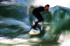 Eisbach-Surfer 2