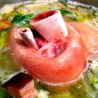 Eisbein in Bohnensuppe