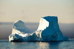 Eisberg im Morgenlicht