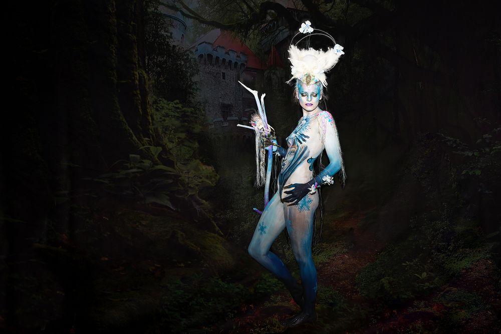Eisblaue Lady